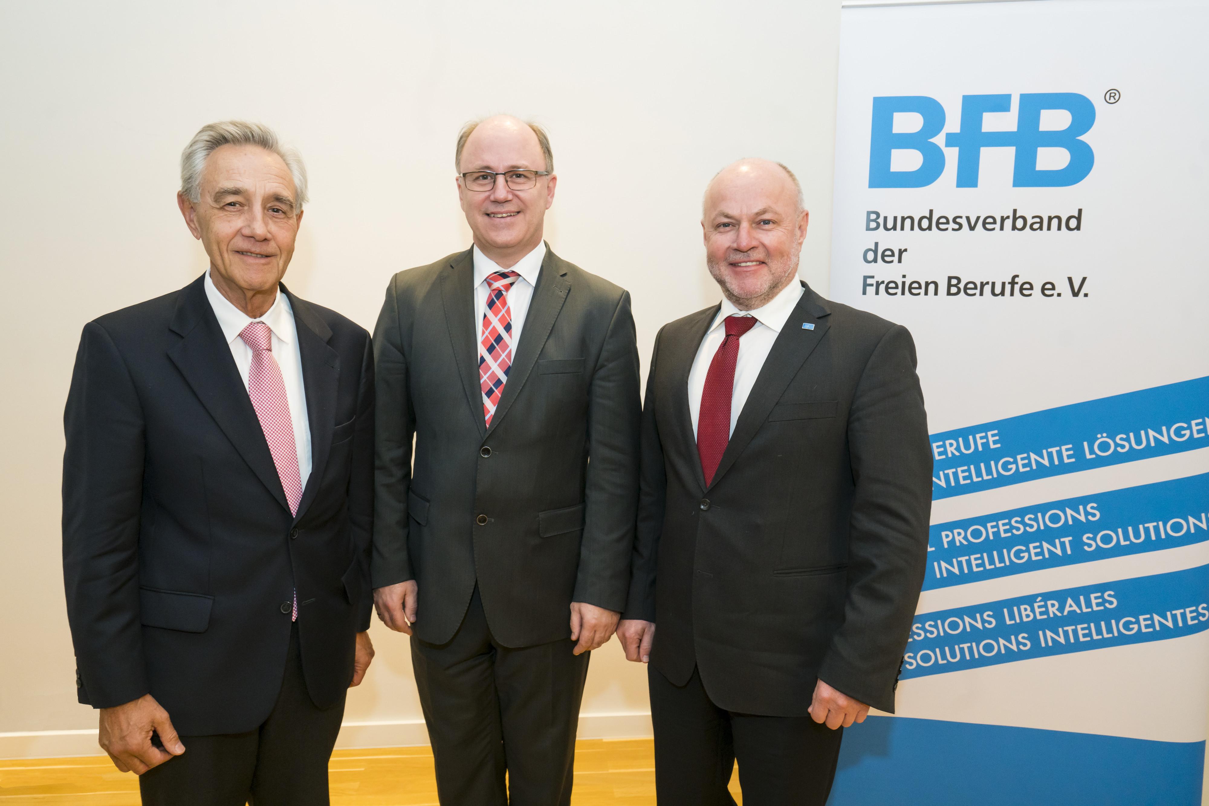 v.l.n.r. Dr. Horst Vinken, Präsident des BfB, Mag,. Kurt Frühwirth, BUKO-Präsident, DI Rudolf Kolbe, BUKO-Präsidiumsmitglied